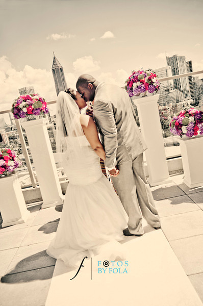 50. Linnea + Vincent Rooftop Wedding | Ventanas | Atlanta Wedding Photographers | Fotos by Fola